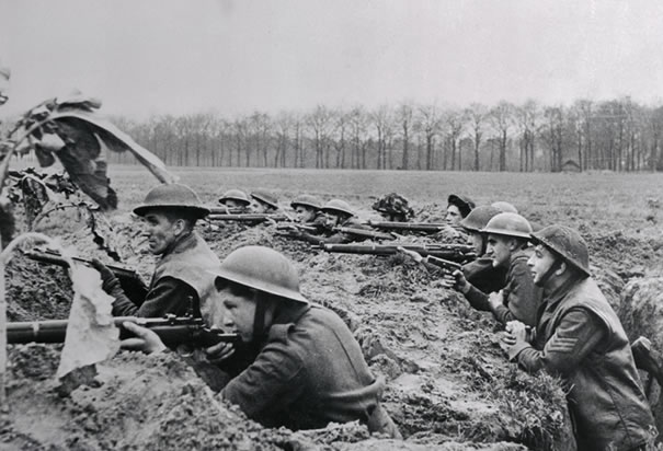 british-soldiers-fighting-in-trenches