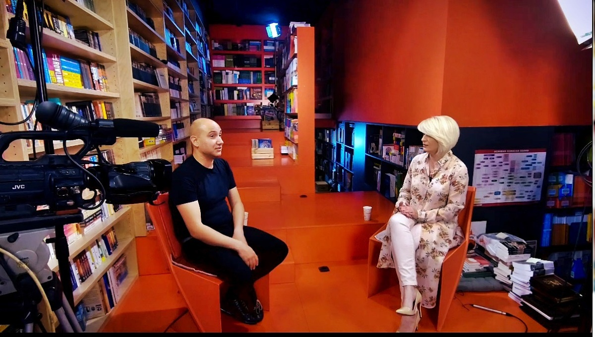 """Џијан Емин – несудениот автоелектричар, повеќе од успешен музичар – гостин во """"Астрорум"""""""